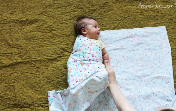 How to swaddle your baby in a way that protects their neck at the same time-ingenious!