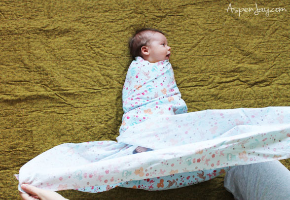 How to swaddle your baby in a way that protects their neck at the same time-ingenious! @aspenjay.com