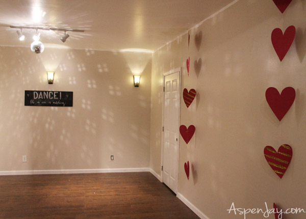 How to throw a Valentines Dance Party- inexpensive yet fun valentines decorations. I want to throw one next year!!!