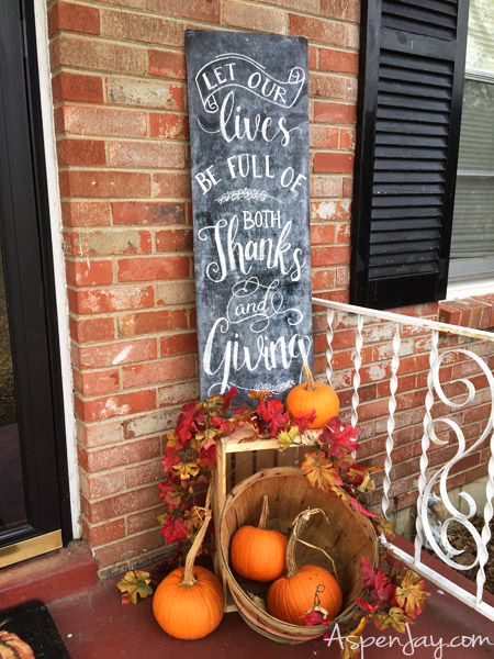 How to throw a Preschool Thanksgiving Party. She outlines everything she did and provides free resources and tutorials. What a fun idea! I want to throw such an activity next year! Pinning for later!