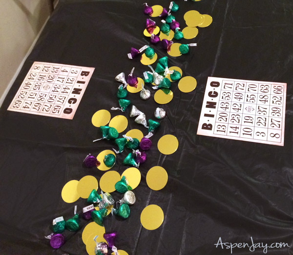 White Elephant Bingo! Such a fun activity for game night! Love the gold decorations to go along with the theme. PINNED!