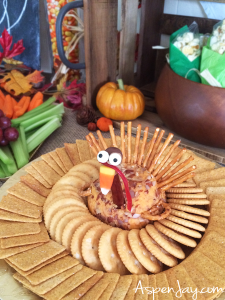 Fun Thanksgiving Food Ideas for preschool party! Throwing a little thanksgiving themed party for the kids would be so cute! Lots of great ideas, complete with all the recipes! PINNED!!!