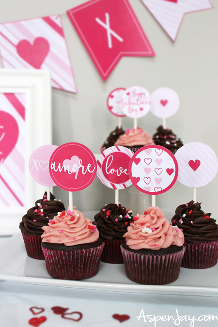 Super Sweet Valentine Cupcake Toppers - FREE download!!! She also has a slew of other {FREE} matching Valentine's decor. LOVE THIS!!!!