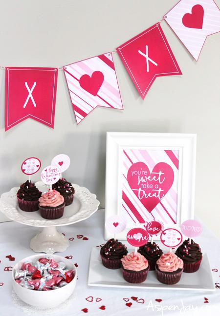 XOXO Banner for Valentine\'s Day {free printable} - Aspen Jay